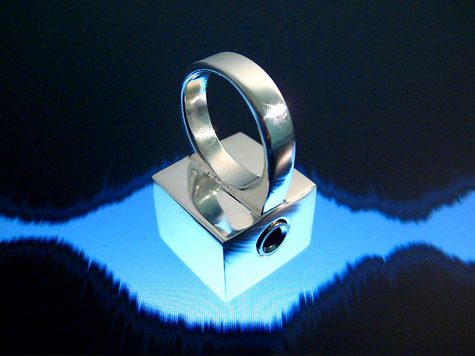 Funky Ring Doubles as Mini Microphone » image 2