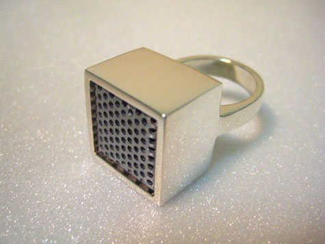 Funky Ring Doubles as Mini Microphone » image 3