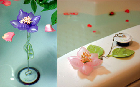 A Flower To Test The Waters » image 1
