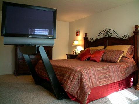 Linknotes plasma onder het bed - Bed dat rangschikt ...